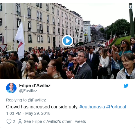 Twitter post by @Favillez: Crowd has increased considerably. #euthanasia #Portugal