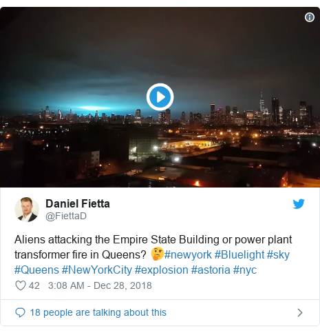 Twitter post by @FiettaD: Aliens attacking the Empire State Building or power plant transformer fire in Queens? 🤔#newyork #Bluelight #sky #Queens #NewYorkCity #explosion #astoria #nyc