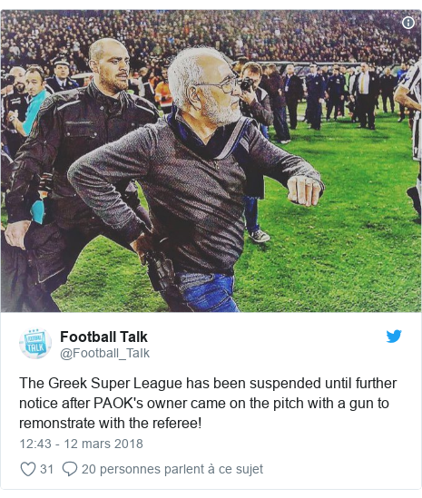 Twitter publication par @Football_TaIk: The Greek Super League has been suspended until further notice after PAOK's owner came on the pitch with a gun to remonstrate with the referee!