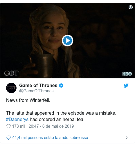 Twitter post de @GameOfThrones: News from Winterfell.The latte that appeared in the episode was a mistake. #Daenerys had ordered an herbal tea.