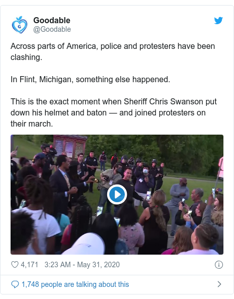 Twitter post by @Goodable: Across parts of America, police and protesters have been clashing.In Flint, Michigan, something else happened.This is the exact moment when Sheriff Chris Swanson put down his helmet and baton — and joined protesters on their march.