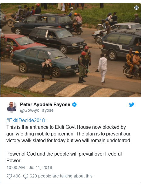 Twitter wallafa daga @GovAyoFayose: #EkitiDecide2018This is the entrance to Ekiti Govt House now blocked by gun wielding mobile policemen. The plan is to prevent our victory walk slated for today but we will remain undeterred.Power of God and the people will prevail over Federal Power.