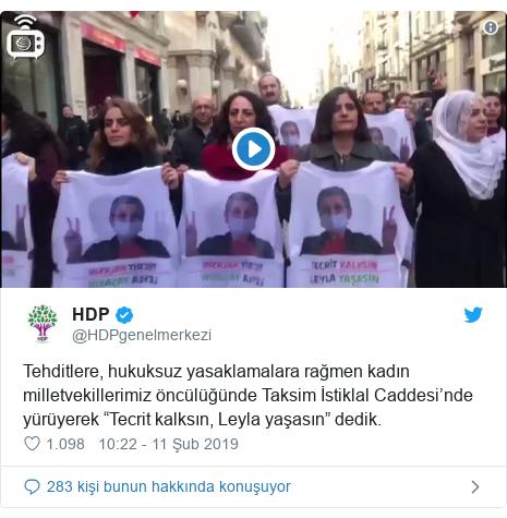 """@HDPgenelmerkezi tarafından yapılan Twitter paylaşımı: Tehditlere, hukuksuz yasaklamalara rağmen kadın milletvekillerimiz öncülüğünde Taksim İstiklal Caddesi'nde yürüyerek """"Tecrit kalksın, Leyla yaşasın"""" dedik."""