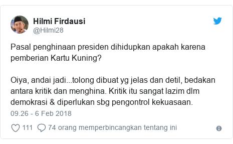 Twitter pesan oleh @Hilmi28: Pasal penghinaan presiden dihidupkan apakah karena pemberian Kartu Kuning?Oiya, andai jadi...tolong dibuat yg jelas dan detil, bedakan antara kritik dan menghina. Kritik itu sangat lazim dlm demokrasi & diperlukan sbg pengontrol kekuasaan.