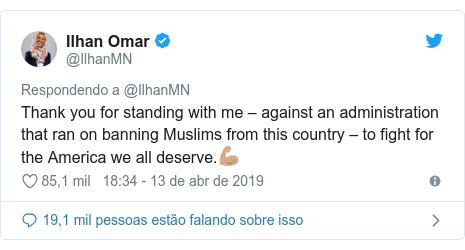 Twitter post de @IlhanMN: Thank you for standing with me – against an administration that ran on banning Muslims from this country – to fight for the America we all deserve.💪🏽