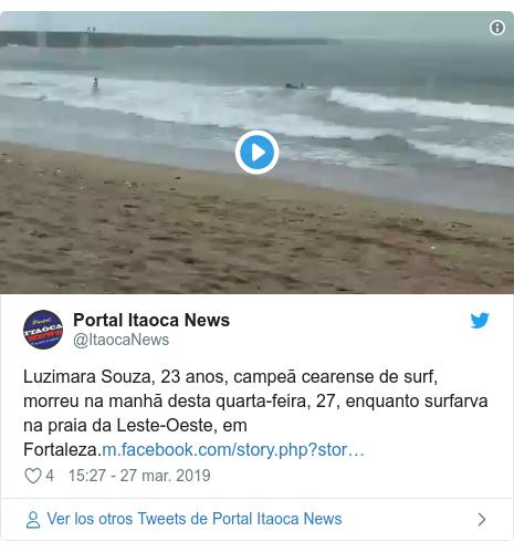 Publicación de Twitter por @ItaocaNews: Luzimara Souza, 23 anos,campeã cearense de surf, morreu na manhã desta quarta-feira, 27, enquanto surfarva na praia daLeste-Oeste, em Fortaleza.