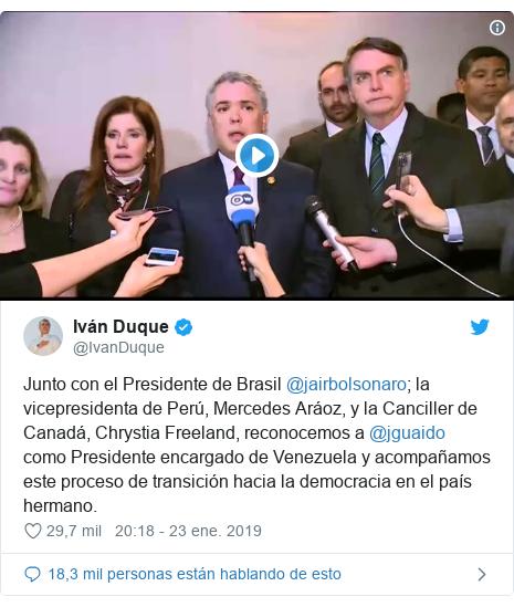 Publicación de Twitter por @IvanDuque: Junto con el Presidente de Brasil @jairbolsonaro; la vicepresidenta de Perú, Mercedes Aráoz, y la Canciller de Canadá, Chrystia Freeland, reconocemos a @jguaido como Presidente encargado de Venezuela y acompañamos este proceso de transición hacia la democracia en el país hermano.
