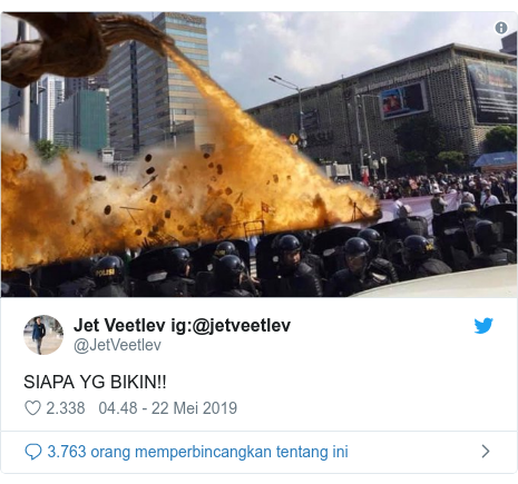 Twitter pesan oleh @JetVeetlev:@jetveetlev  SIAPA YG BIKIN!!