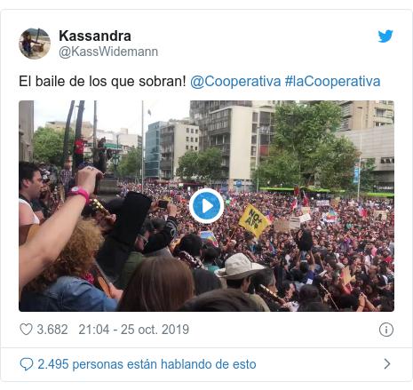 Publicación de Twitter por @KassWidemann: El baile de los que sobran! @Cooperativa #laCooperativa