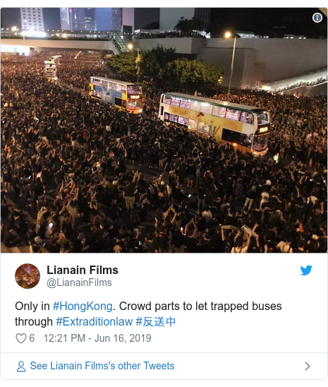 Twitter post by @LianainFilms: Only in #HongKong. Crowd parts to let trapped buses through #Extraditionlaw #???