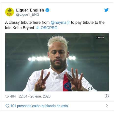 Publicación de Twitter por @Ligue1_ENG: A classy tribute here from @neymarjr to pay tribute to the late Kobe Bryant. #LOSCPSG