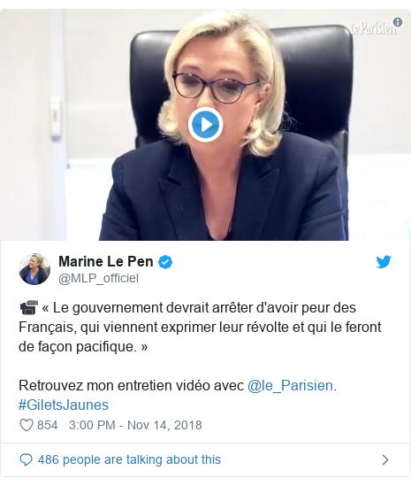 Twitter post by @MLP_officiel: 📹 « Le gouvernement devrait arrêter d'avoir peur des Français, qui viennent exprimer leur révolte et qui le feront de façon pacifique. »Retrouvez mon entretien vidéo avec @le_Parisien. #GiletsJaunes