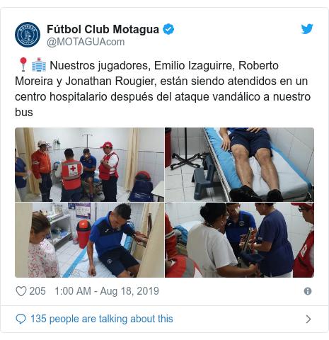 Twitter post by @MOTAGUAcom: 📍🏥 Nuestros jugadores, Emilio Izaguirre, Roberto Moreira y Jonathan Rougier, están siendo atendidos en un centro hospitalario después del ataque vandálico a nuestro bus