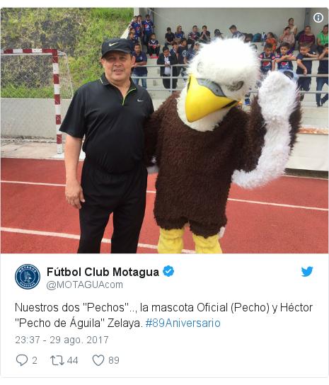 """Publicación de Twitter por @MOTAGUAcom: Nuestros dos """"Pechos"""".., la mascota Oficial (Pecho) y Héctor  """"Pecho de Águila"""" Zelaya. #89Aniversario"""