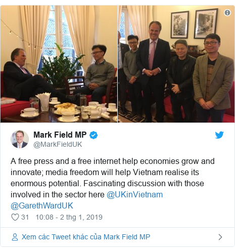 Twitter bởi @MarkFieldUK: A free press and a free internet help economies grow and innovate; media freedom will help Vietnam realise its enormous potential. Fascinating discussion with those involved in the sector here @UKinVietnam @GarethWardUK