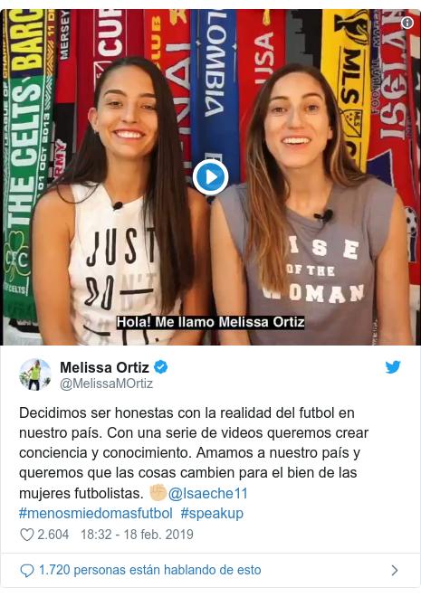 Publicación de Twitter por @MelissaMOrtiz: Decidimos ser honestas con la realidad del futbol en nuestro país. Con una serie de videos queremos crear conciencia y conocimiento. Amamos a nuestro país y queremos que las cosas cambien para el bien de las mujeres futbolistas. ✊🏼@Isaeche11 #menosmiedomasfutbol  #speakup