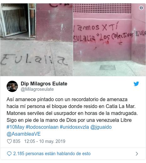 Publicación de Twitter por @Milagroseulate: Así amanece pintado con un recordatorio de amenaza hacia mí persona el bloque donde resido en Catia La Mar. Matones serviles del usurpador en horas de la madrugada. Sigo en pie de la mano de Dios por una venezuela Libre  #10May #todosconlaan #unidosxvzla @jguaido @AsambleaVE