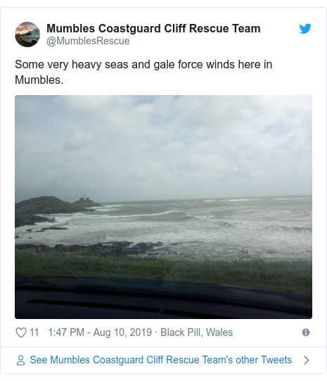 Twitter post by @MumblesRescue: Some very heavy seas and gale force winds here in Mumbles.