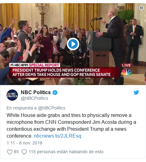 Publicación de Twitter por @NBCPolitics: White House aide grabs and tries to physically remove a microphone from CNN Correspondent Jim Acosta during a contentious exchange with President Trump at a news conference.