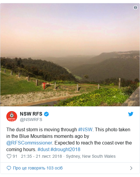 Twitter допис, автор: @NSWRFS: The dust storm is moving through #NSW. This photo taken in the Blue Mountains moments ago by @RFSCommissioner. Expected to reach the coast over the coming hours. #dust #drought2018
