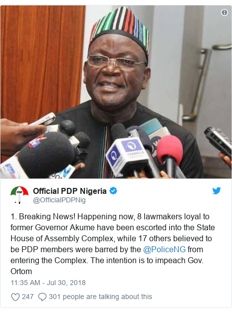 Twitter post by @OfficialPDPNig: 1. Breaking News! Happening now, 8 lawmakers loyal to former Governor Akume have been escorted into the State House of Assembly Complex, while 17 others believed to be PDP members were barred by the @PoliceNG from entering the Complex. The intention is to impeach Gov. Ortom