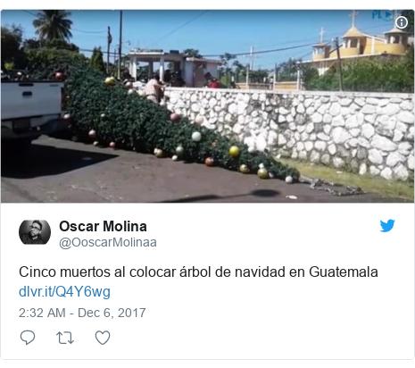 Twitter post by @OoscarMolinaa: Cinco muertos al colocar árbol de navidad en Guatemala