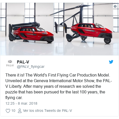 Publicación de Twitter por @PALV_flyingcar: There it is! The World's First Flying Car Production Model. Unveiled at the Geneva International Motor Show, the PAL-V Liberty. After many years of research we solved the puzzle that has been pursued for the last 100 years, the flying car.