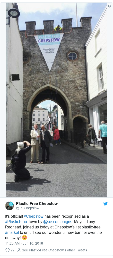 Twitter post by @PFChepstow: It's official! #Chepstow has been recognised as a #PlasticFree Town by @sascampaigns. Mayor, Tony Redhead, joined us today at Chepstow's 1st plastic-free #market to unfurl see our wonderful new banner over the archway! 😊