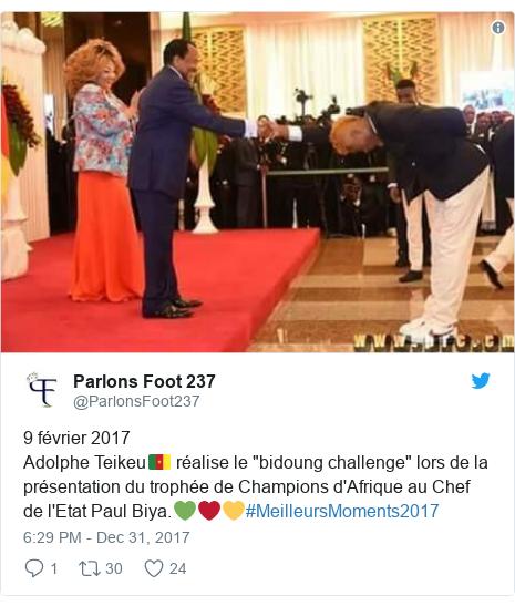 """Twitter post by @ParlonsFoot237: 9 février 2017Adolphe Teikeu🇨🇲 réalise le """"bidoung challenge"""" lors de la présentation du trophée de Champions d'Afrique au Chef de l'Etat Paul Biya.💚❤💛#MeilleursMoments2017"""