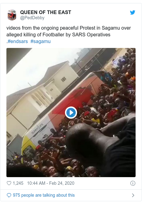 Twitter post by @PedDebby: videos from the ongoing peaceful Protest in Sagamu over alleged killing of Footballer by SARS Operatives.#endsars  #sagamu