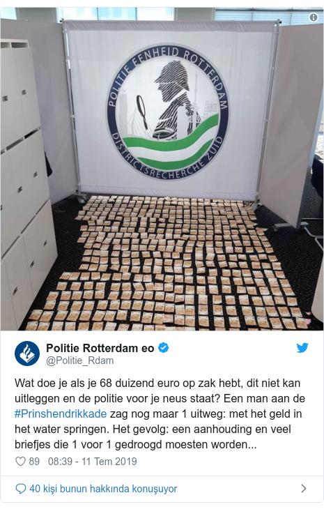 @Politie_Rdam tarafından yapılan Twitter paylaşımı: Wat doe je als je 68 duizend euro op zak hebt, dit niet kan uitleggen en de politie voor je neus staat? Een man aan de #Prinshendrikkade zag nog maar 1 uitweg  met het geld in het water springen. Het gevolg  een aanhouding en veel briefjes die 1 voor 1 gedroogd moesten worden...