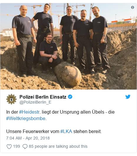 Twitter post by @PolizeiBerlin_E: In der #Heidestr. liegt der Ursprung allen Übels - die #Weltkriegsbombe. Unsere Feuerwerker vom #LKA stehen bereit.