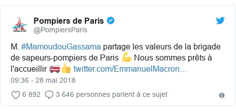 Twitter publication par @PompiersParis: M. #MamoudouGassama partage les valeurs de la brigade de sapeurs-pompiers de Paris 💪 Nous sommes prêts à l'accueillir 🚒👍