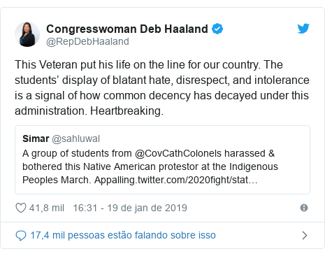 Twitter post de @RepDebHaaland: This Veteran put his life on the line for our country. The students' display of blatant hate, disrespect, and intolerance is a signal of how common decency has decayed under this administration. Heartbreaking.