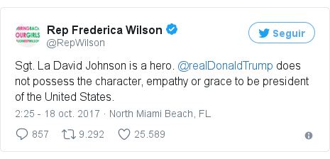 Publicación de Twitter por @RepWilson: Sgt. La David Johnson is a hero. @realDonaldTrump does not possess the character, empathy or grace to be president of the United States.