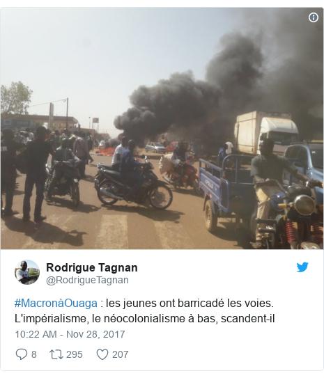 Twitter post by @RodrigueTagnan: #MacronàOuaga   les jeunes ont barricadé les voies. L'impérialisme, le néocolonialisme à bas, scandent-il