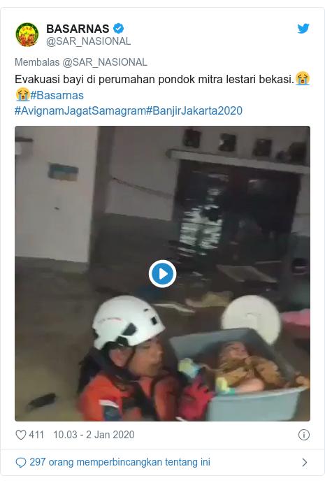 Twitter pesan oleh @SAR_NASIONAL: Evakuasi bayi di perumahan pondok mitra lestari bekasi.😭😭#Basarnas #AvignamJagatSamagram#BanjirJakarta2020