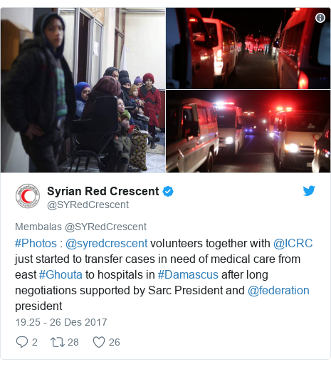 Twitter pesan oleh @SYRedCrescent: #Photos   @syredcrescent  volunteers together with @ICRC just started to transfer cases in need of medical care from east #Ghouta to hospitals in #Damascus after long negotiations supported by Sarc President and @federation president