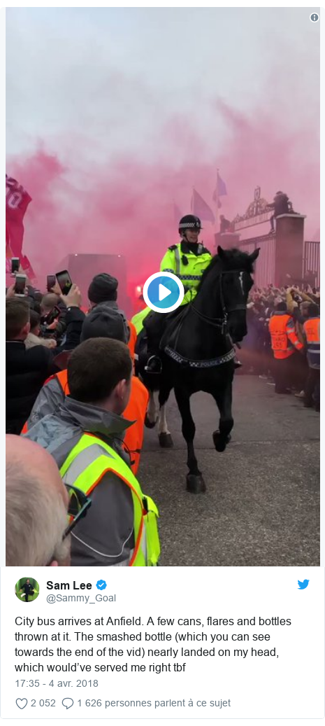 Twitter publication par @Sammy_Goal: City bus arrives at Anfield. A few cans, flares and bottles thrown at it. The smashed bottle (which you can see towards the end of the vid) nearly landed on my head, which would've served me right tbf