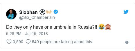 Twitter wallafa daga @Sio_Chamberlain: Do they only have one umbrella in Russia?!! 😂🙈