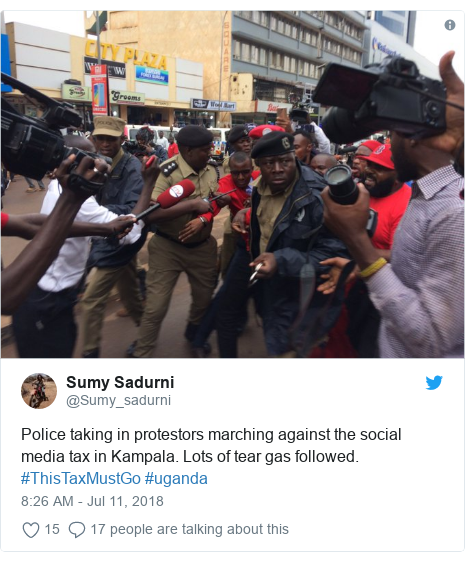 Ujumbe wa Twitter wa @Sumy_sadurni: Police taking in protestors marching against the social media tax in Kampala. Lots of tear gas followed. #ThisTaxMustGo #uganda