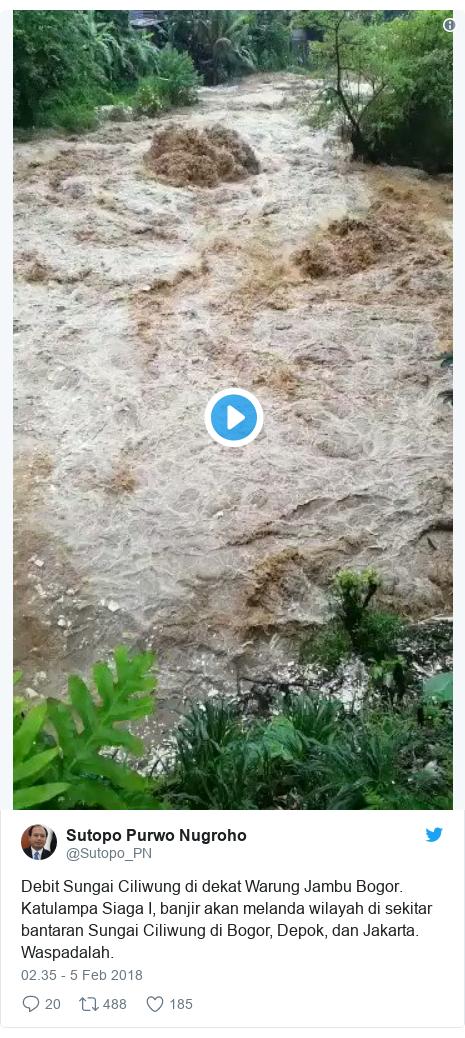 Twitter pesan oleh @Sutopo_PN: Debit Sungai Ciliwung di dekat Warung Jambu Bogor. Katulampa Siaga I, banjir akan melanda wilayah di sekitar bantaran Sungai Ciliwung di Bogor, Depok, dan Jakarta. Waspadalah.