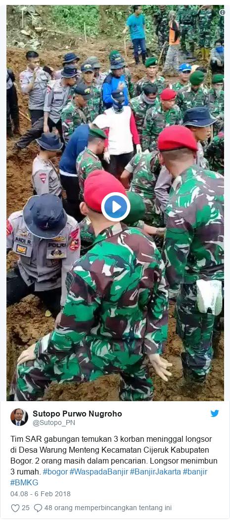 Twitter pesan oleh @Sutopo_PN: Tim SAR gabungan temukan 3 korban meninggal longsor di Desa Warung Menteng Kecamatan Cijeruk Kabupaten Bogor. 2 orang masih dalam pencarian. Longsor menimbun 3 rumah. #bogor #WaspadaBanjir #BanjirJakarta #banjir #BMKG