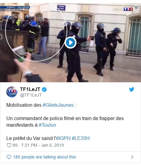 Twitter post by @TF1LeJT: Mobilisation des #GiletsJaunes   Un commandant de police filmé en train de frapper des manifestants à #ToulonLe préfet du Var saisit l'#IGPN #LE20H