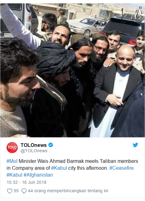 Twitter pesan oleh @TOLOnews: #MoI Minister Wais Ahmad Barmak meets Taliban members in Company area of #Kabul city this afternoon. #Ceasefire #Kabul #Afghanistan