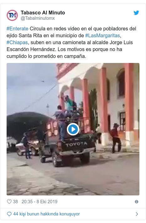 @Tabalminutomx tarafından yapılan Twitter paylaşımı: #Enterate Circula en redes video en el que pobladores del ejido Santa Rita en el municipio de #LasMargaritas, #Chiapas, suben en una camioneta al alcalde Jorge Luis Escandón Hernández. Los motivos es porque no ha cumplido lo prometido en campaña.