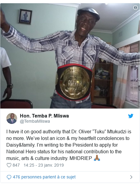 """Twitter publication par @TembaMliswa: I have it on good authority that Dr. Oliver """"Tuku"""" Mtukudzi is no more. We've lost an icon & my heartfelt condolences to Daisy&family. I'm writing to the President to apply for National Hero status for his national contribution to the music, arts & culture industry. MHDRIEP 🙏🏾"""