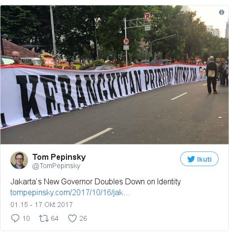 Twitter pesan oleh @TomPepinsky: Jakarta's New Governor Doubles Down onIdentity
