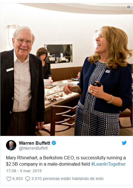 Publicación de Twitter por @WarrenBuffett: Mary Rhinehart, a Berkshire CEO, is successfully running a $2.5B company in a male-dominated field #LeanInTogether