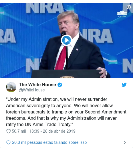 """Twitter post de @WhiteHouse: """"Under my Administration, we will never surrender American sovereignty to anyone. We will never allow foreign bureaucrats to trample on your Second Amendment freedoms. And that is why my Administration will never ratify the UN Arms Trade Treaty."""""""